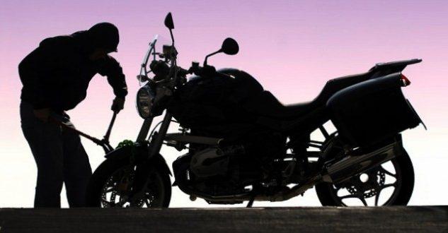 ÜMRANİYE'DE 10 SANİYEDE 50 BİN LİRALIK MOTOSİKLETİ ÇALDILAR