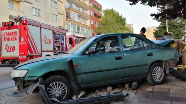 ÜMRANİYE'DE PARK HALİNDEKİ LPG'Lİ ARACA ÇARPAN OTOMOBİL KORKUTTU!