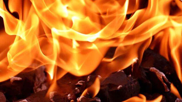 Ümraniye'de 5 katlı binada yangın